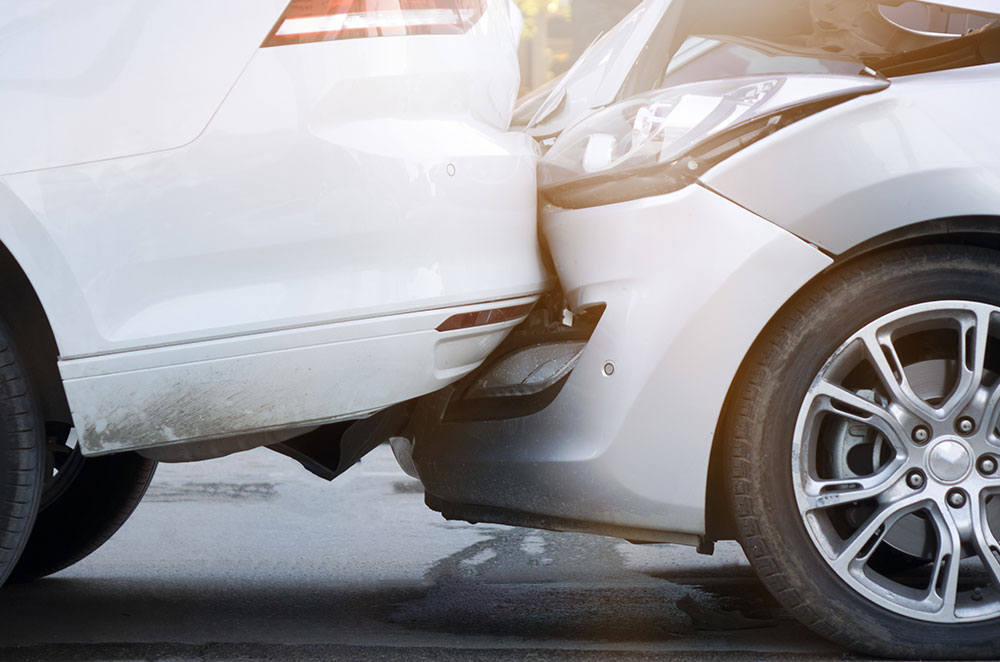 Auffahrunfall mit 2 Autos